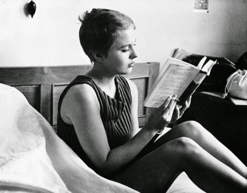 jean-seberg-reading-in-paris