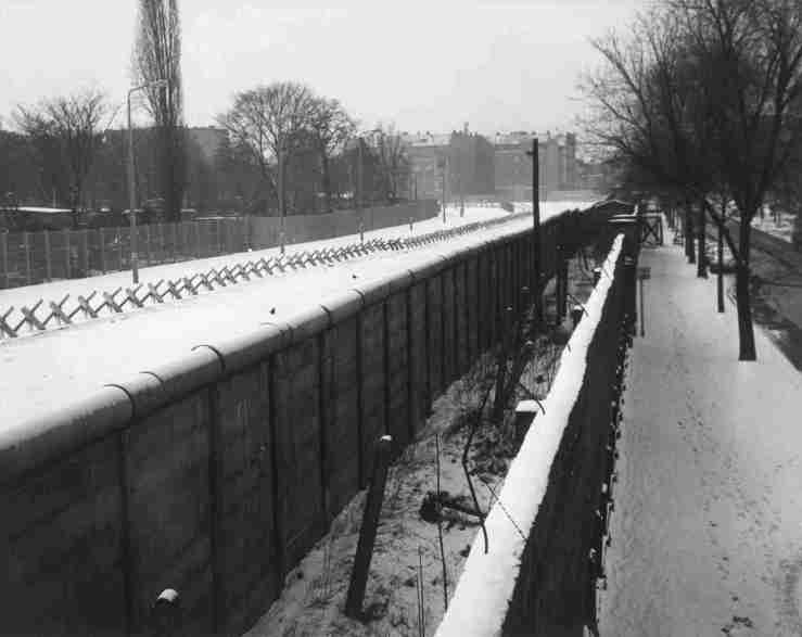 liebenstrasse-view-of-berlin-wall